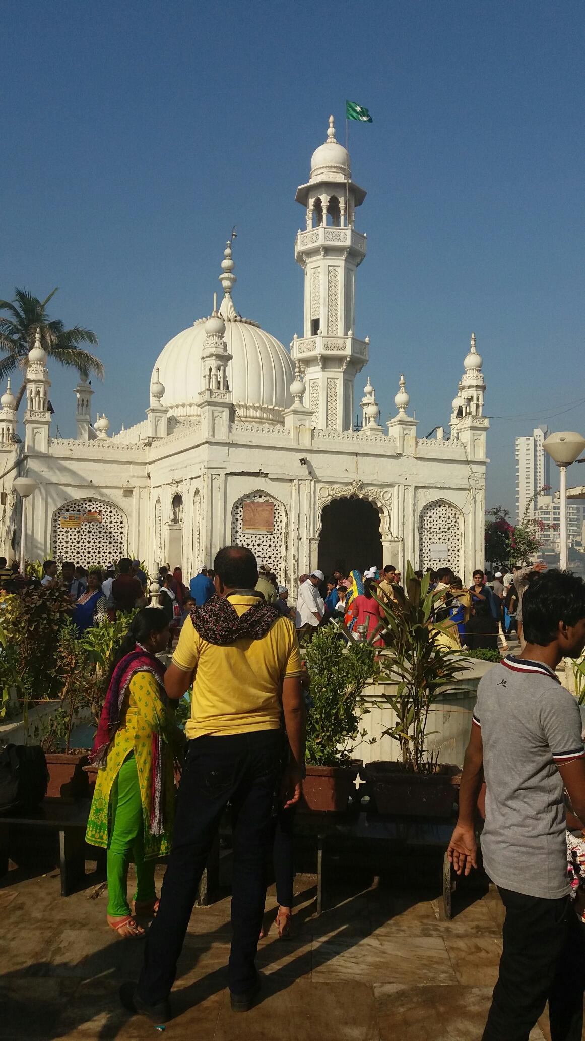 Devotees at Haji Ali Dargah