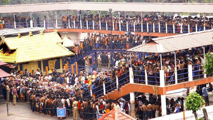 devotees waiting for darshan at Sabarimala Ayyappan temple