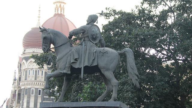 shivaji-statue-near-gateway-of-india