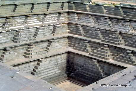 stepped-water-tank-hampi