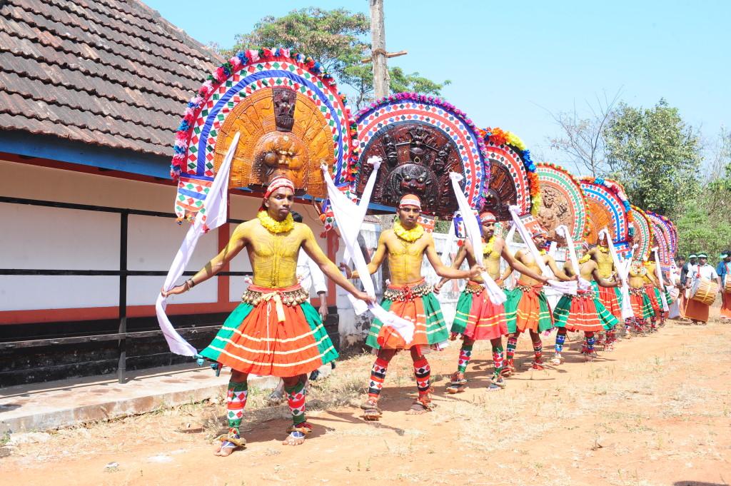 poothan-thira-ritual-art-form