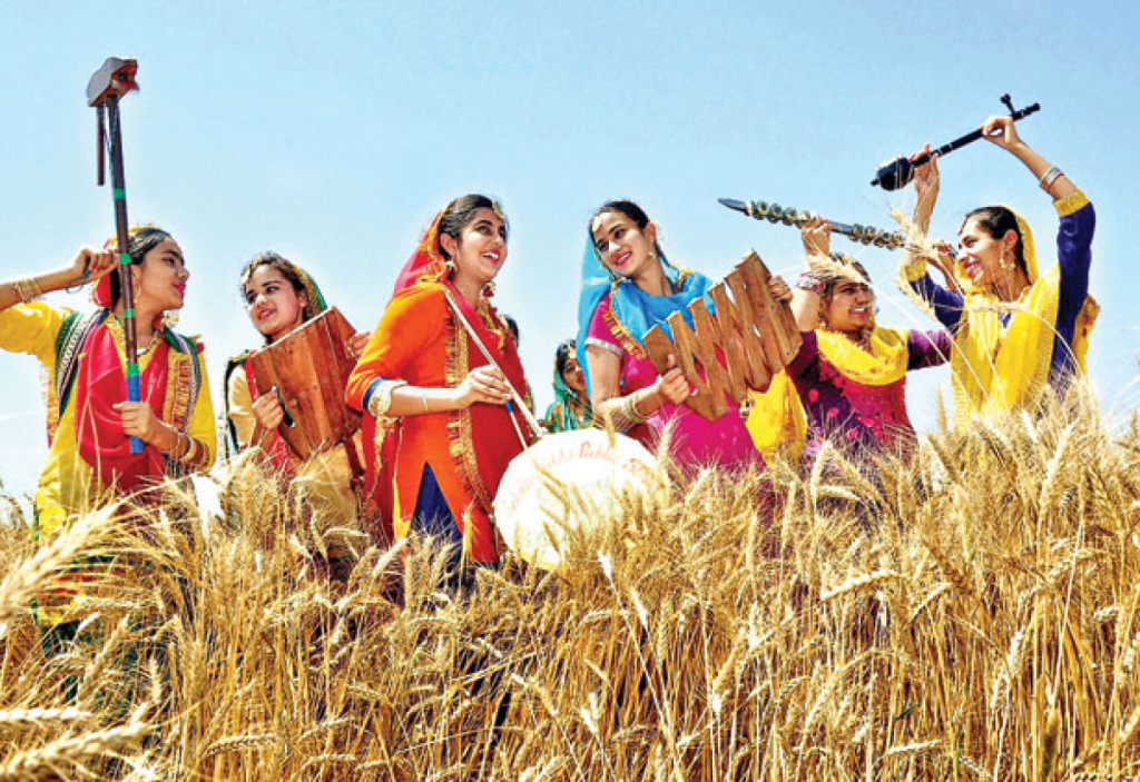Baisakhi – Pretty Punjabi girls celebrating Baisakhi (Punjabi New ...
