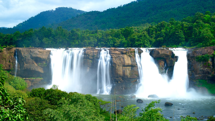 athirapally_falls_in_thrissur